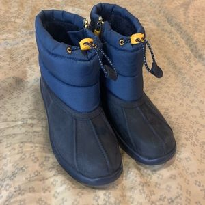Brand new waterproof ugg boots size 6